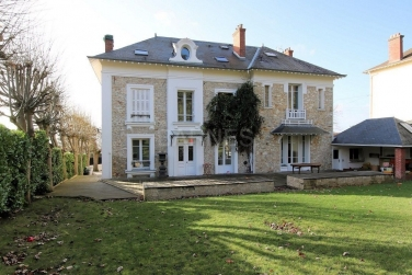In France, the number of foreign buyers of