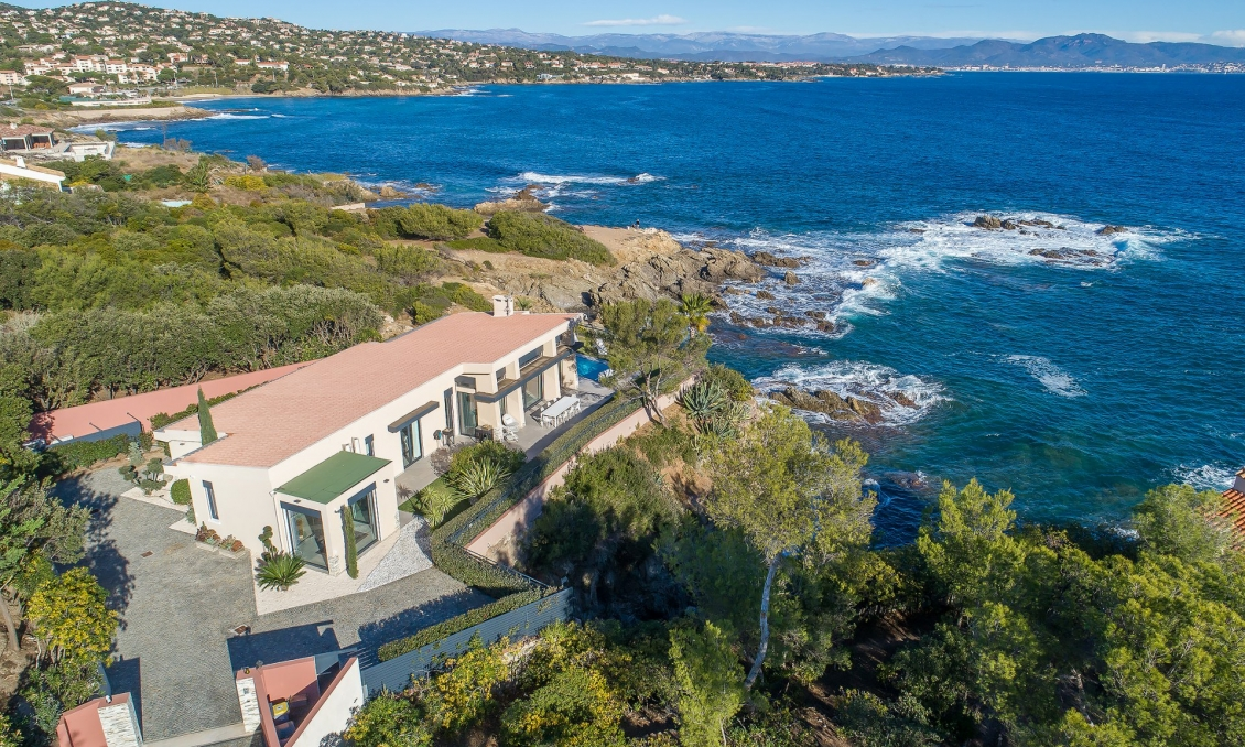 Close to Saint-Tropez - Waterfront property