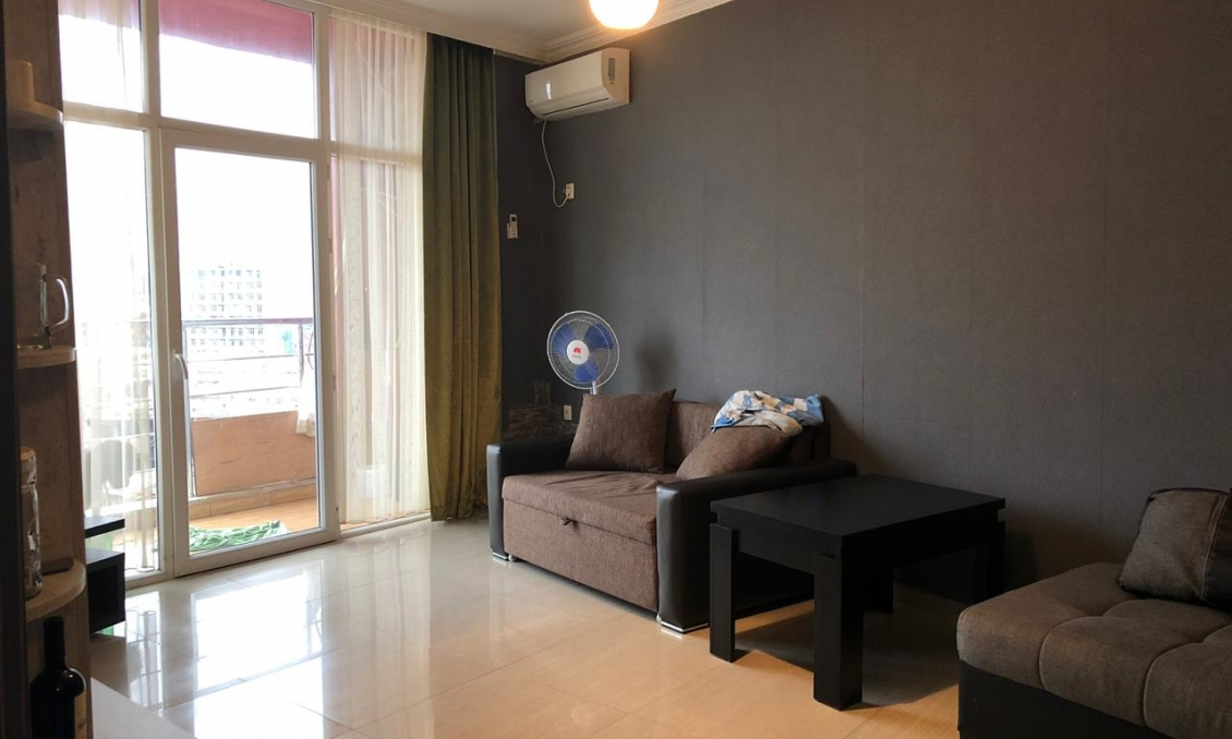 Sale of a 2-room apartment, 47 m2 with repair and furniture, for 745 dollars / m2 in the old Batumi