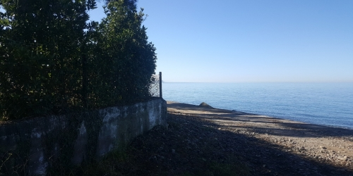 Plot of land with a house by the sea